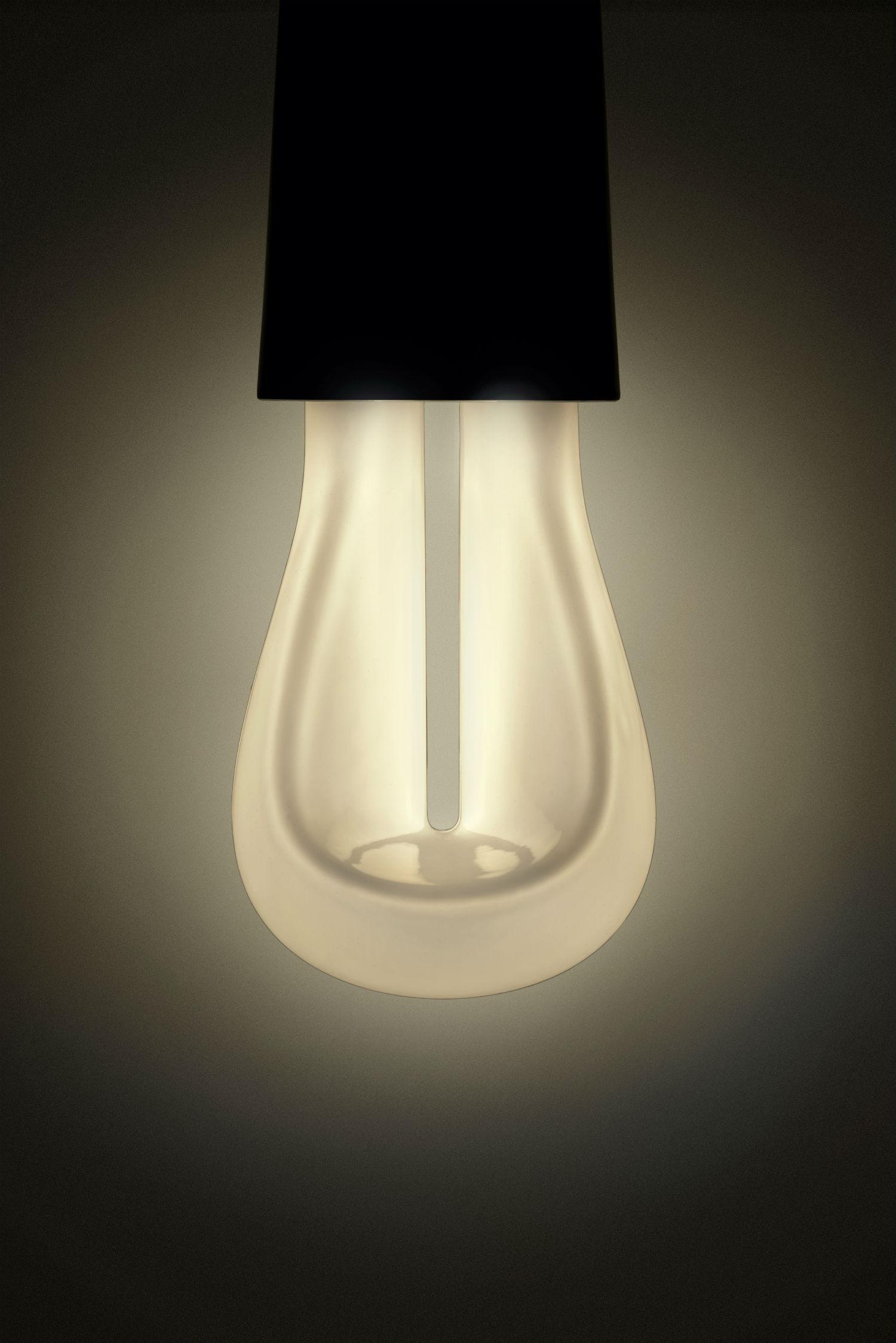 007_Lit_Plumen_002_designer_light_bulb_front Plumen 002 Hulger