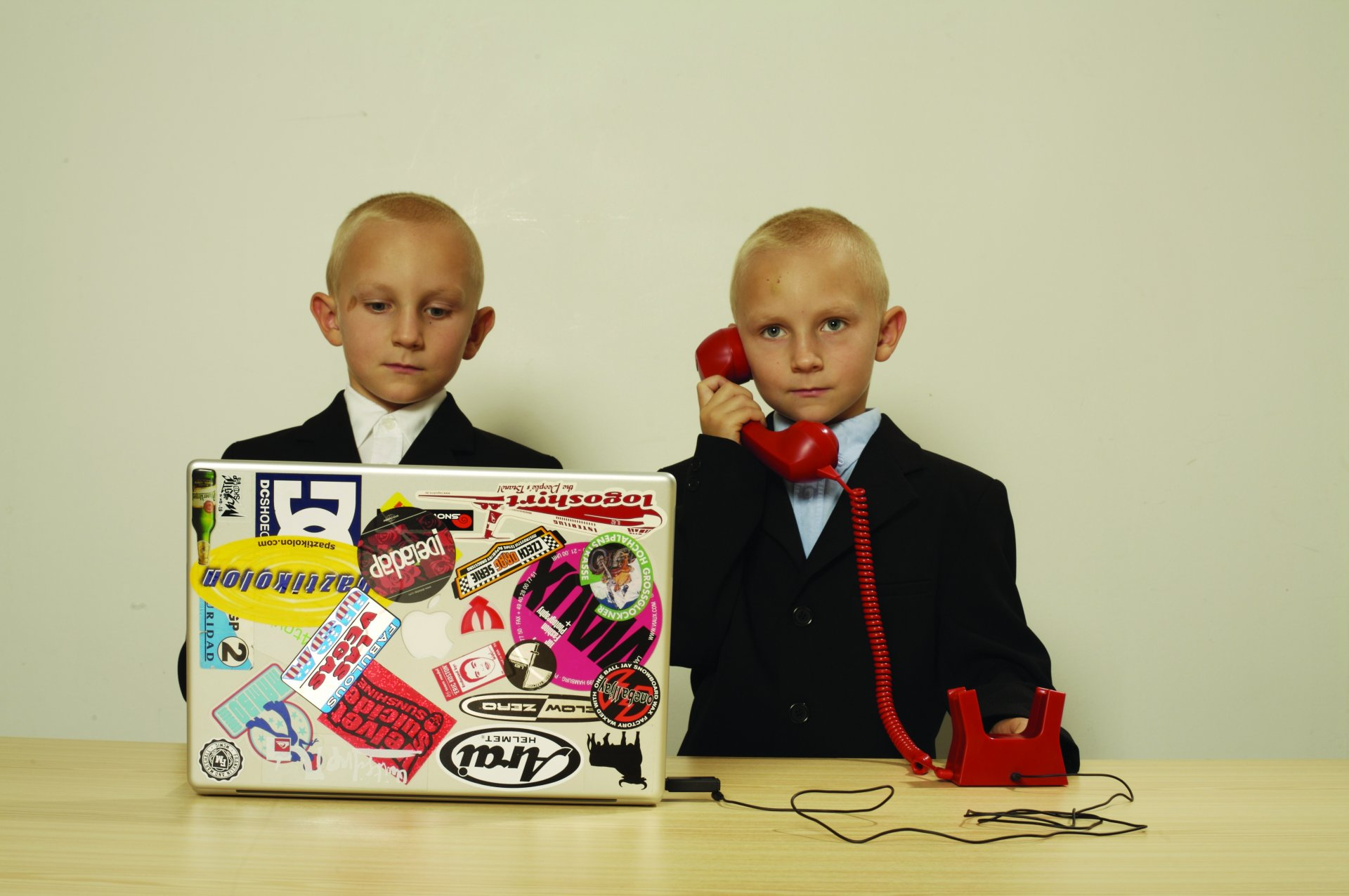 twins-p-red-voip Hulger Phones Hulger