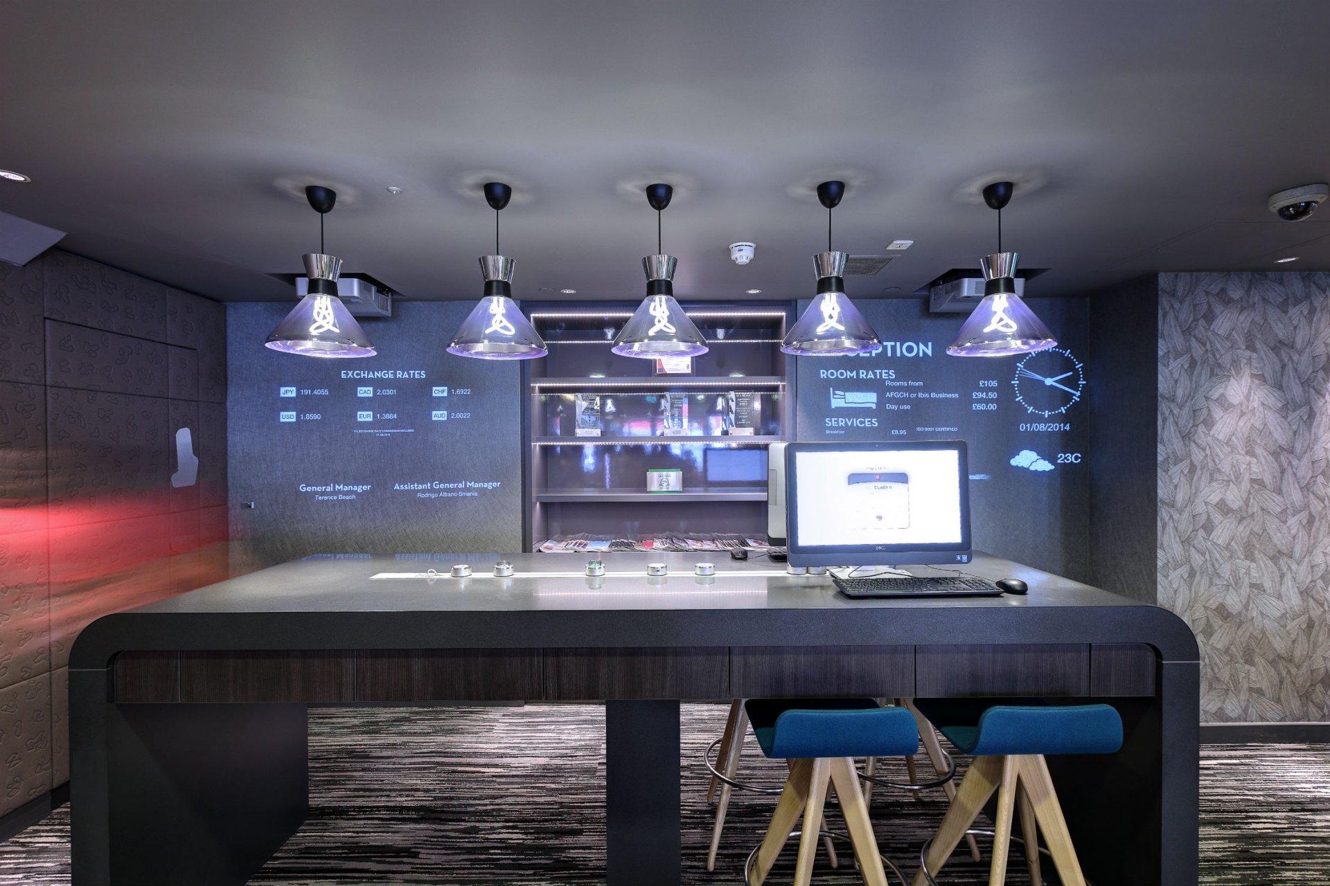 009_Plumen-001-designer-light-bulb-with-Lightyears-Pharoah-lampshade-in-Ibis-hotel__2_ Pharaoh Hulger